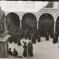 Patios de la Universidad el Martes Santo de 1.945